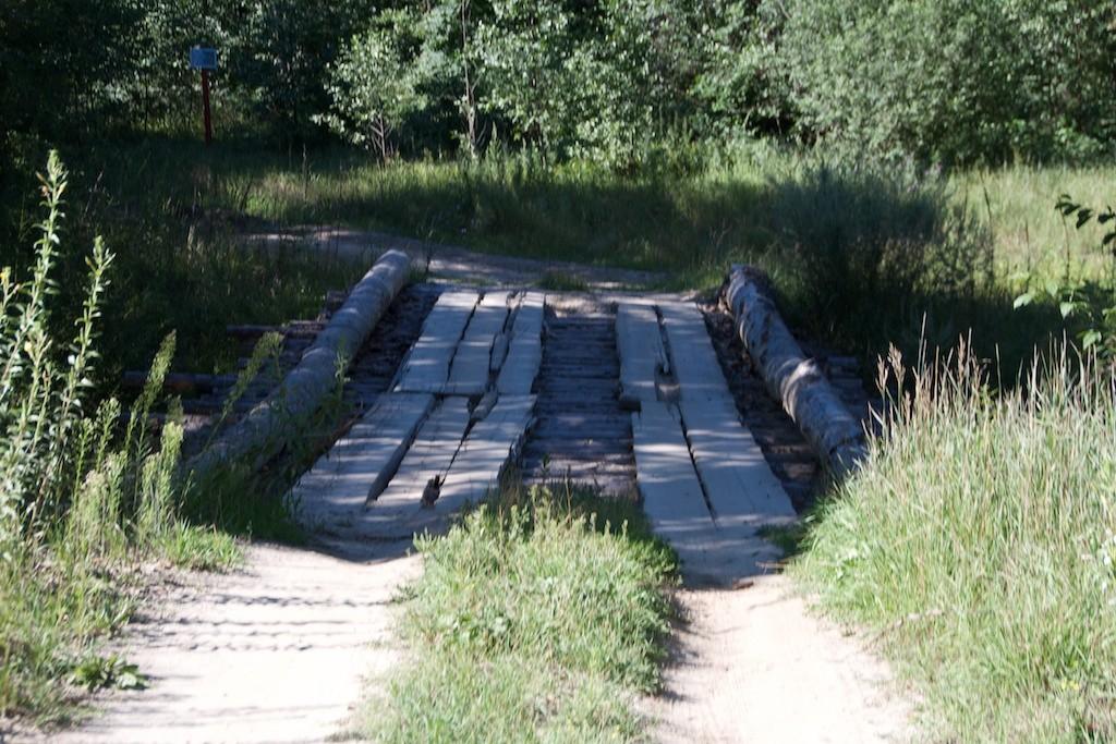 Eine Brücke nur aus Holz gebaut.